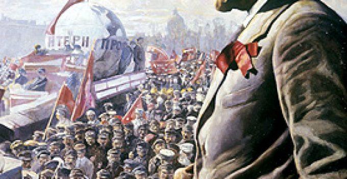 Sosyalizm komünizm farkı nedir? Güncel sözlükte Sosyalizm: Değiş tokuş ve üretim LENİN VE KALABALIKLAR araçlarının ortaklaşa kullanılması yoluyla toplumsal sınıfları ortadan kaldıran, toplumun örgütlenmesinde köklü bir değişiklik amaçlayan toplumsal öğreti, toplumculuk. Komünizm: 1. Bütün malların ortaklaşa kullanıldığı ve özel mülkiyetin olmadığı toplum düzeni. 2. Böyle bir düzenin kurulmasını amaçlayan siyasal, ekonomik ve toplumsal öğreti olarak geçmektedir. Burada on maddede aralarındaki farkı inceleyeceğiz. Şunu önceden belirtmeliyiz ki ikisi rakip ya da karşıt olgular değildir. Marx'ın Kapital'inde belirttiğine göre: kapitalizmden sonra sosyalizm egemen olacaktır. Daha sonra da komünizm kurulacaktır. Marx'ın tarih teorisine göre sosyalizm bir geçiş aşamasıdır. Bakınız: dmy.info/ Sosyal Devlet nedir? Komünizm sosyalizmin bir türüdür. Sosyalizmin diğer türlerinden: sosyal demokrasi, liberal sosyalizm, anarşizm, İslami sosyalizm sayılabilir. Sosyalizm bir ekonomik sistemdir. Komünizm hem ekonomik hem de politik bir sistemdir. Sosyalizm eşit bir yaşam sunarken ederken, komünizm hem eşit bir yaşam hem de eşit bir yönetim sunar. Bakınız: dmy.info/Dünyanın kısa ekonomi tarihi İkisi de toplumsal eşitliği savunur. Ancak yönetim aşamasında ayrılır. İkisi de toplumdaki eşitliği savunurken Komünizm sosyalizmin radikal- uç noktası olarak anlaşılır. Sosyalizmde insanlar ekonominin yönetiminde söz sahibidir. Çoğunluğun kararı uygulanır. Komünizmde tek parti vardır. Parti otoritesi geçerlidir. Gelir dağılımında: sosyalizm bireyin verimliliğine bağlı olarak dağıtımı savunurken, komünizm bireyin ihtiyacına göre gelir dağılımı savunur. Sosyalizmde özel mülkiyet mümkündür. Üretim araçlarının devlete ya da bireylere ait olduğu şekiller mevcuttur. Komünizmde üretim araçları devletindir. Özel mülkiyet yoktur. İkisinde de özel mülkiyet kişileri sömürme amaçlı kullanılamaz. Sosyalizm kapitalizmle beraber yaşayabilir ve bunu bir geçiş imkanı olarak değerlendirir. Ancak komünizm sınıfsı